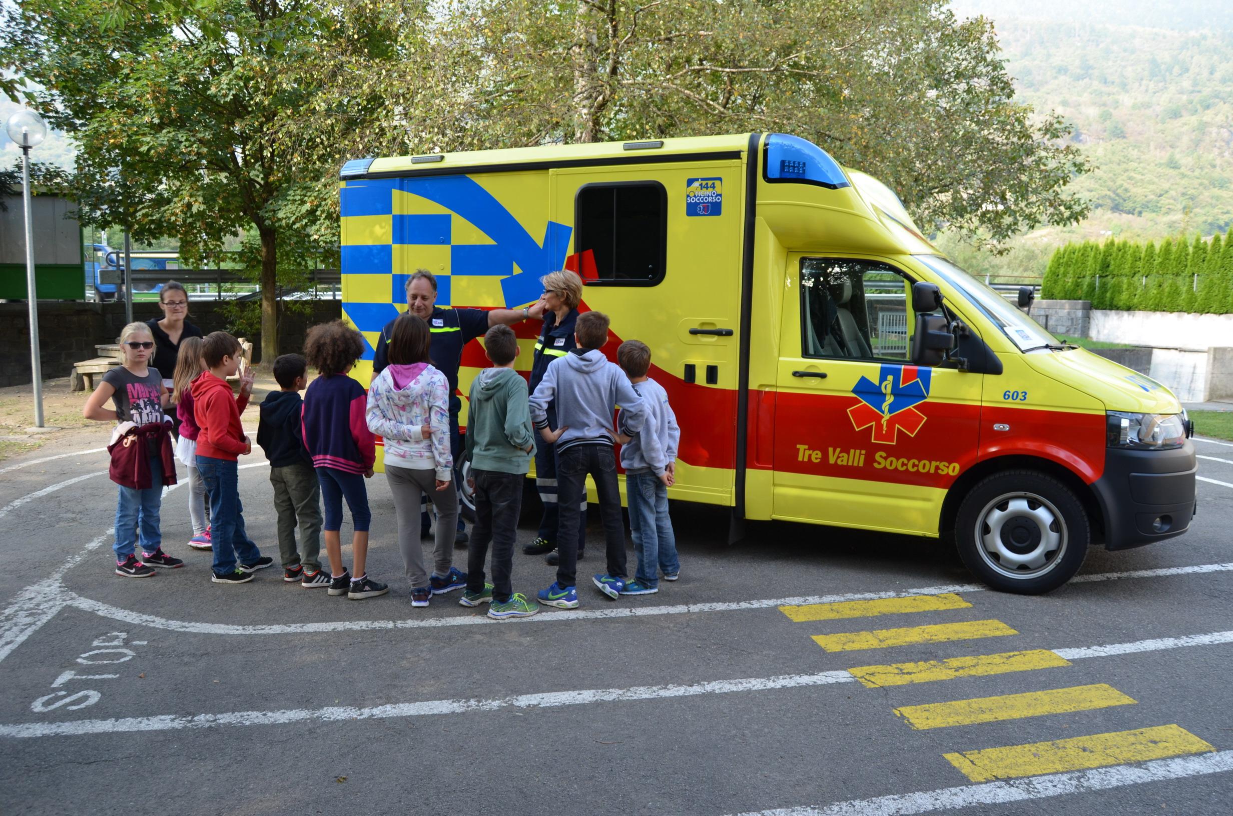 Giornata del soccorso presso le scuole elementari di Serravalle –